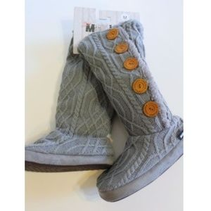 Muk Luks Women's Gray Sweater Slippers Size M 7 8